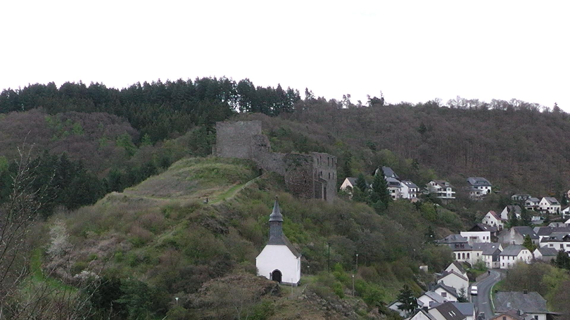 100-blick-auf-die-ruine-virneburg