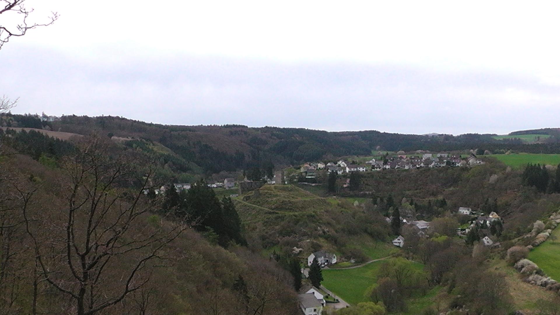 64-blick-auf-virneburg-vom-bergpfad